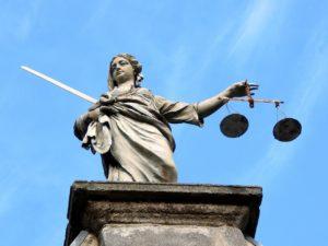 justice-626461_1280